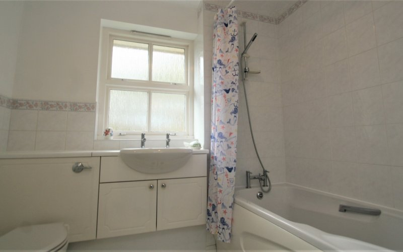 Queen Margaret Close - Bathroom