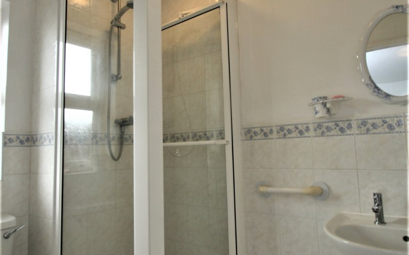 Queen Margaret Close - Ensuite