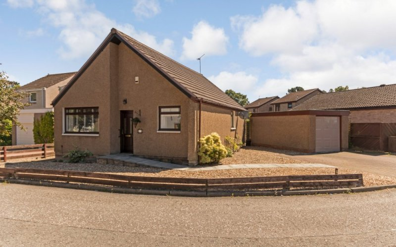 67 East Bankton Place, Livingston, EH54 9BZ