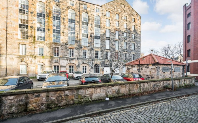 16/10 Chapel Lane, The Shore, Leith,  EH6 6SG