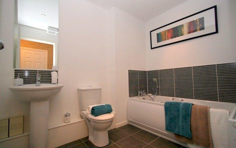 Arneil Place Plot 4 - Bathroom